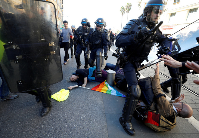 """French """"yellow vests"""" stage their 19th round of protest in Nice"""