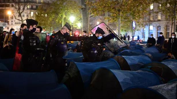 clandestins-migrants-paris-police-darmanin-coquerel-hidalgo-syndicat-lfi-maintien-de-lordre