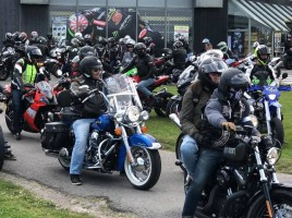 b493459ffabf149d09115f6a05366c30-theix-noyalo-400-motards-rendent-hommage-au-gendarme-tue-mardi