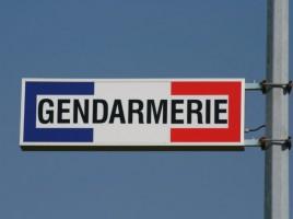 gendarme-gendarmerie-poste-854x569