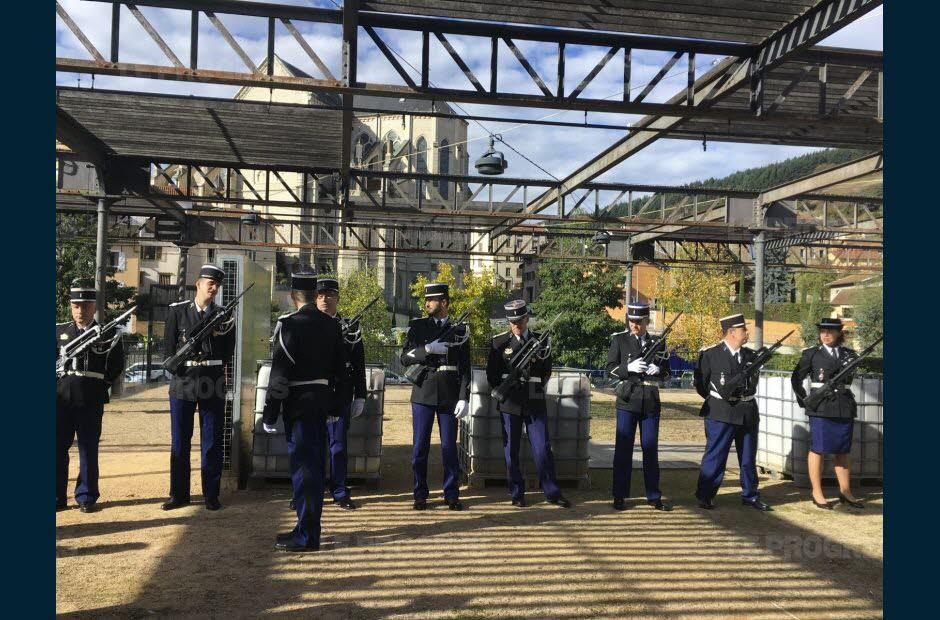 les-gendarmes-de-tarare-avaient-revetu-leur-uniforme-de-prestige-pour-la-ceremonie-de-prise-de-commandement-de-leur-chef-la-lieutenante-helene-dubuc-senepart-photo-tatiana-vazquez-1539355617