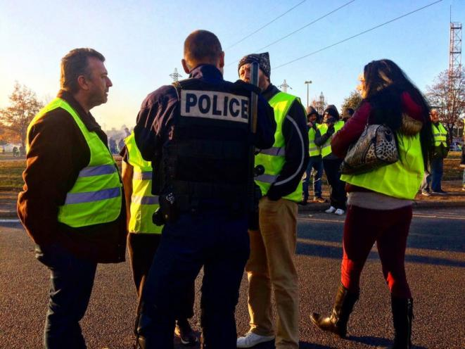 gilets-jaunes-police-rouen-policiers-prefecture-854x641