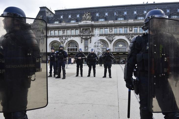 gendarmes-mobilesune-manifestation-contre-reforme-retraites-23-decembre-2019_0_730_487