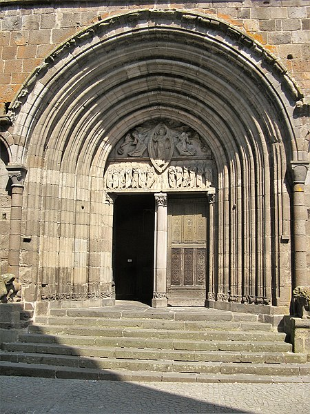 52791-mauriac-basilique-nd-des-miracles
