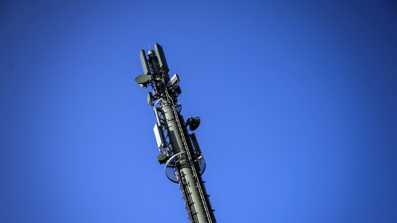 Deux moines mis en examen pour avoir mis le feu à des antennes-relais 5G