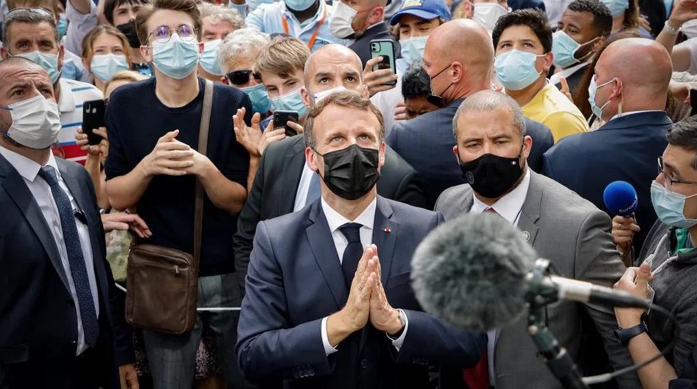 Macron, Véran et consorts… ignorants ou complotistes ? Une réponse claire en treize points essentiels