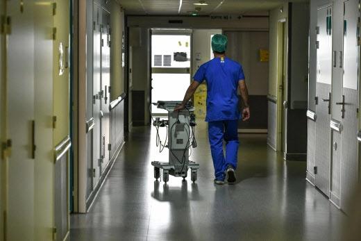 [Roose] Les soignants non-vaccinés, coupables idéaux de la destruction organisée de l'hôpital public ?